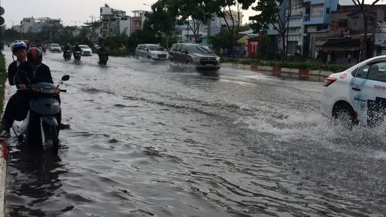 Một số khu vực tại TPHCM mưa lớn kèm theo giông trong ngày lễ 30-4 và 1-5 ảnh 3