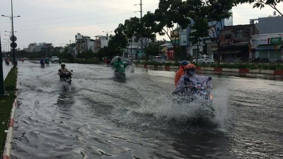 Một số khu vực tại TPHCM mưa lớn kèm theo giông trong ngày lễ 30-4 và 1-5 ảnh 5