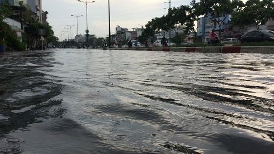 Một số khu vực tại TPHCM mưa lớn kèm theo giông trong ngày lễ 30-4 và 1-5 ảnh 7