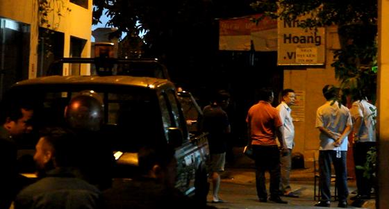 Vụ nổ súng bắn nam thanh niên ở quận Tân Phú: Mâu thuẫn chuyện tình cảm  ảnh 1