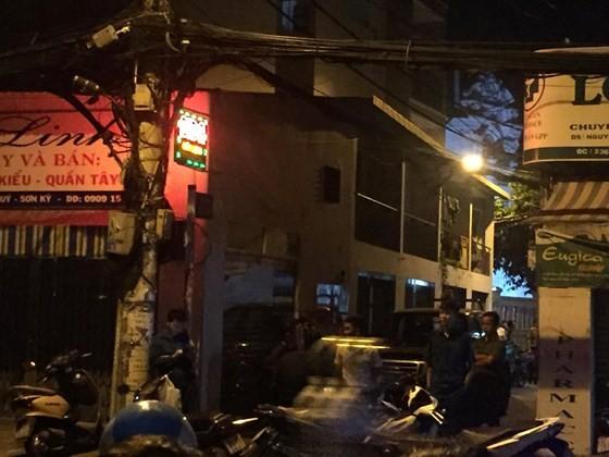 Vụ nổ súng bắn nam thanh niên ở quận Tân Phú: Mâu thuẫn chuyện tình cảm  ảnh 4