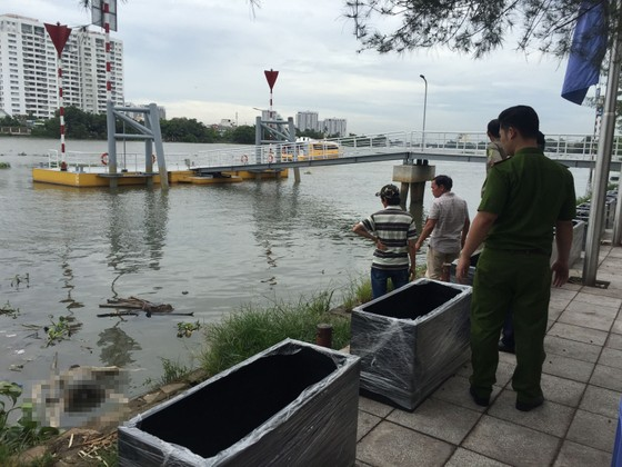 Hốt hoảng phát hiện thi thể người đàn ông trôi trên sông Sài Gòn  ảnh 2