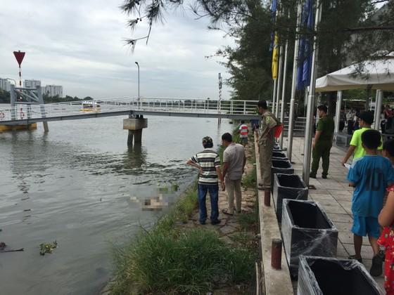 Hốt hoảng phát hiện thi thể người đàn ông trôi trên sông Sài Gòn  ảnh 1