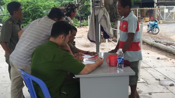 Hốt hoảng phát hiện thi thể người đàn ông trôi trên sông Sài Gòn  ảnh 3