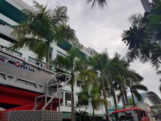 Giải cứu thanh niên dọa nhảy lầu ở Bệnh viện Trưng Vương ảnh 4