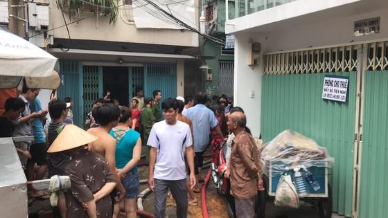 Cháy gần chợ Hòa Hưng quận 10, nhiều người hoảng sợ ảnh 3