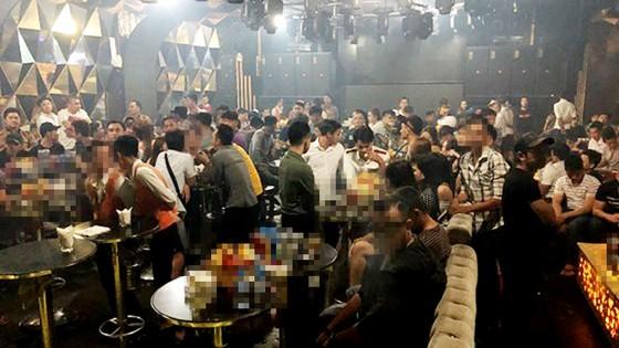 Kiểm tra quán bar Đông Kinh, phát hiện 95 người dương tính ma túy ảnh 1