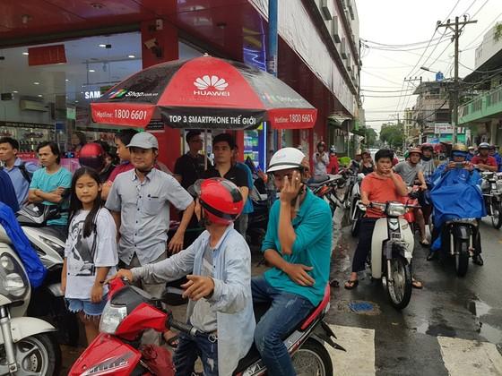 Bắt kẻ nghi ngáo đá cướp tiền ở ngân hàng quận Tân Phú ảnh 2