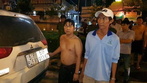 CSGT TPHCM truy đuổi bắt giữ 2 đối tượng cùng với 12.600 bao thuốc lá lậu trên xe ô tô ảnh 2