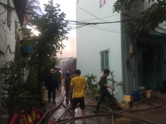 Cháy nhà dân ở chân cầu Bình Lợi, Bình Thạnh ảnh 10
