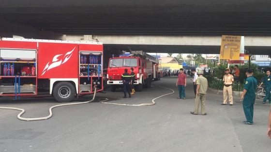 Cháy nhà dân ở chân cầu Bình Lợi, Bình Thạnh ảnh 12