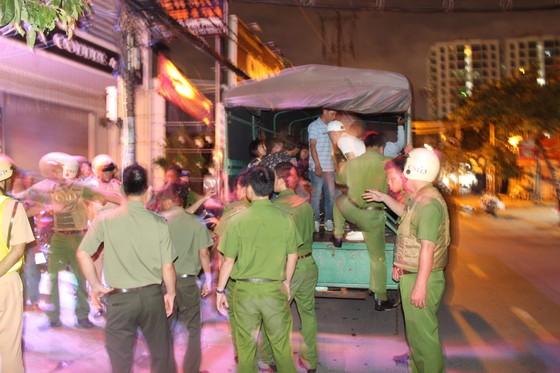 Đột kích quán bar ở quận 7 phát hiện 20 nam nữ phê ma tuý ảnh 7