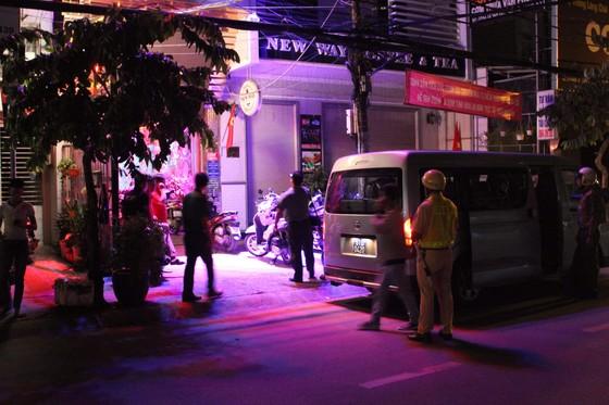 Đột kích quán bar ở quận 7 phát hiện 20 nam nữ phê ma tuý ảnh 4