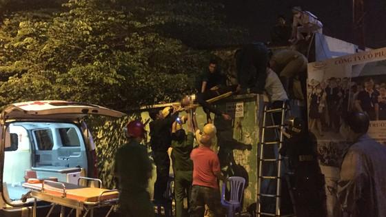 Nam thanh niên tông CSGT rồi leo lên tòa nhà công ty nhảy lầu ảnh 1