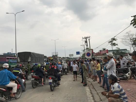 Xe tải tông 3 xe máy, 2 người chết, 2 người bị thương trên quốc lộ 1A ảnh 4