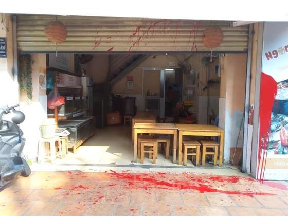 Quán Cua Ngon ở quận Tân Bình bị tạt sơn ảnh 2