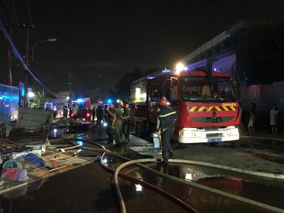 Cửa hàng tạp hoá bốc cháy dữ dội ở quận 9 ảnh 4