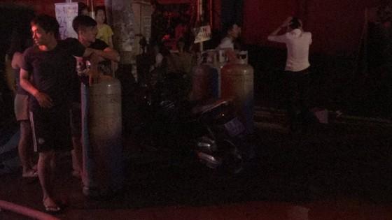 Cửa hàng tạp hoá bốc cháy dữ dội ở quận 9 ảnh 7