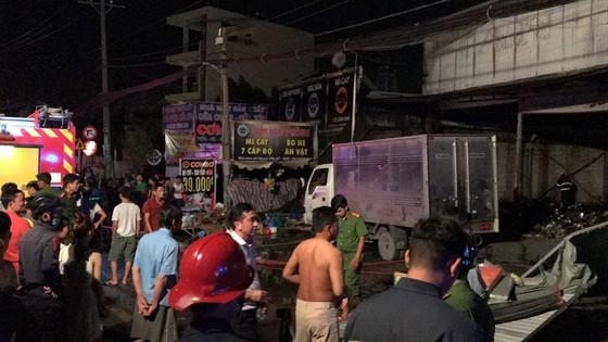 Cửa hàng tạp hoá bốc cháy dữ dội ở quận 9 ảnh 12