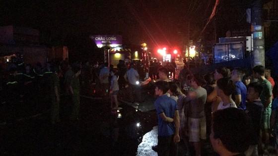 Cửa hàng tạp hoá bốc cháy dữ dội ở quận 9 ảnh 2
