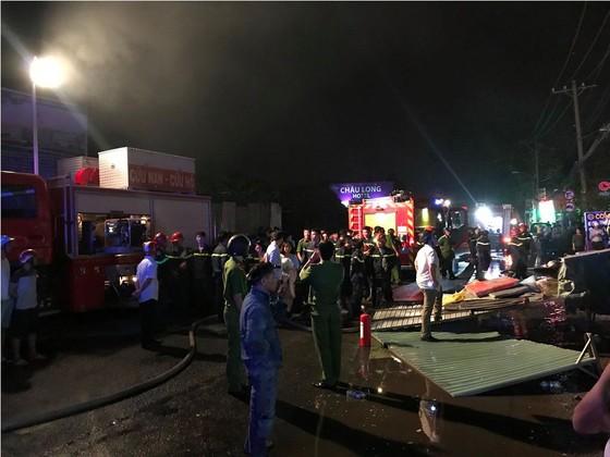 Cửa hàng tạp hoá bốc cháy dữ dội ở quận 9 ảnh 14