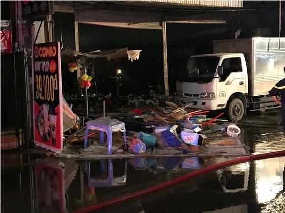 Cửa hàng tạp hoá bốc cháy dữ dội ở quận 9 ảnh 15