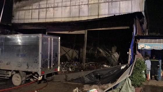 Cửa hàng tạp hoá bốc cháy dữ dội ở quận 9 ảnh 17