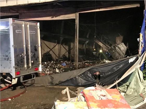 Cửa hàng tạp hoá bốc cháy dữ dội ở quận 9 ảnh 19