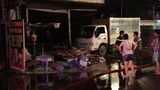 Cửa hàng tạp hoá bốc cháy dữ dội ở quận 9 ảnh 21