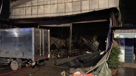 Cửa hàng tạp hoá bốc cháy dữ dội ở quận 9 ảnh 22