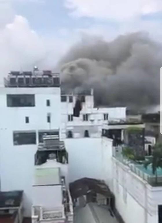Cháy khách sạn ở trung tâm quận 1, người dân chạy tán loạn ảnh 1