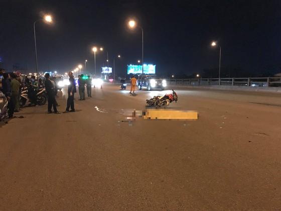 Va chạm xe máy và container, hai thanh niên tử vong ảnh 1