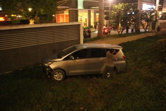 Ô tô tông hàng loạt xe máy, 1 người tử vong, ít nhất 4 người bị thương ảnh 3