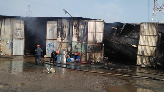 Cháy kho hàng ở huyện Hóc Môn, nhiều tài sản bị thiêu rụi ảnh 2