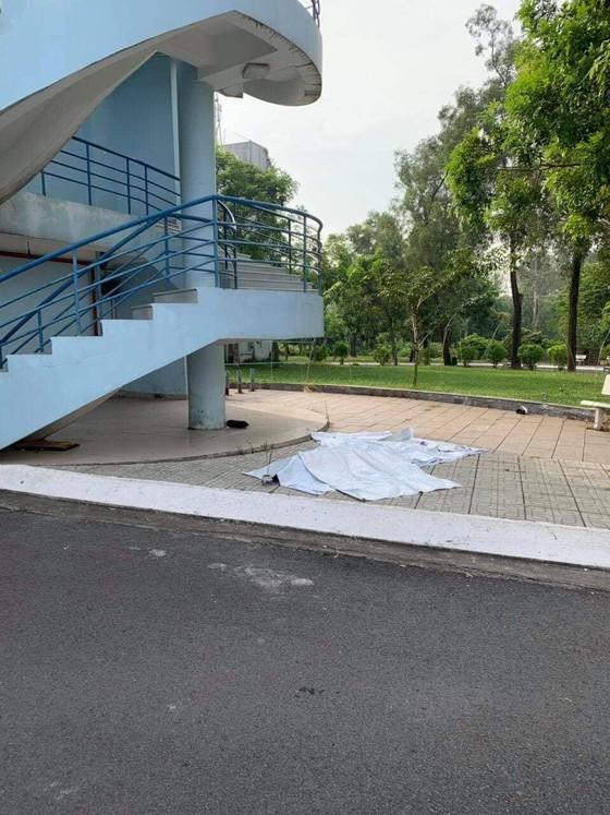 Nam sinh viên rơi lầu tử vong ảnh 1