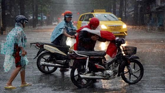 Bão số 9 khiến TPHCM mưa tầm tã không ngớt, nhiều đường ngập nặng ảnh 6