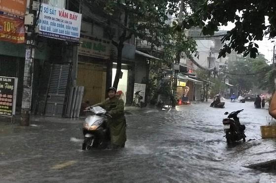 Bão số 9 khiến TPHCM mưa tầm tã không ngớt, nhiều đường ngập nặng ảnh 12