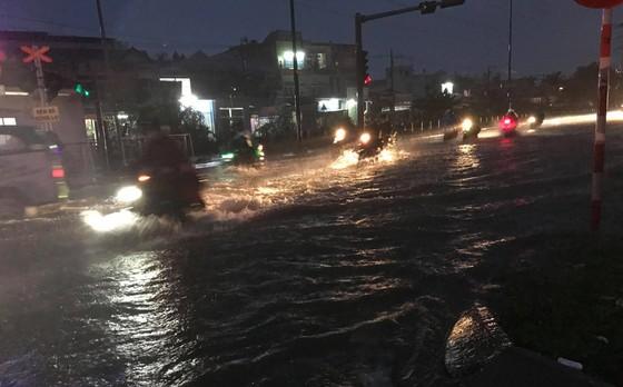 Bão số 9 khiến TPHCM mưa tầm tã không ngớt, nhiều đường ngập nặng ảnh 18