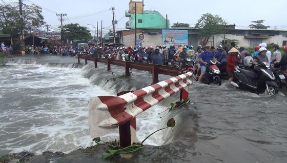 Tìm thấy thi thể nam thanh niên bị nước cuốn mất tích ở TPHCM trong cơn bão số 9 ảnh 4