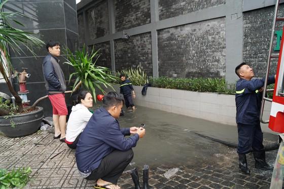 Đi trong cơn mưa từ quận Bình Tân về Bình Chánh, nam thanh niên bị nước cuốn mất tích ảnh 34