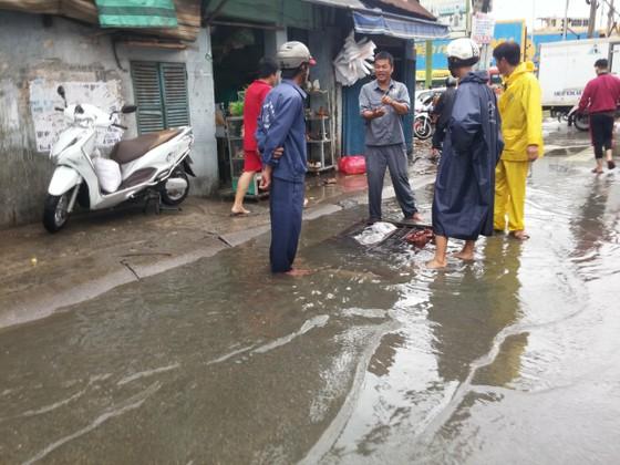 Đi trong cơn mưa từ quận Bình Tân về Bình Chánh, nam thanh niên bị nước cuốn mất tích ảnh 17