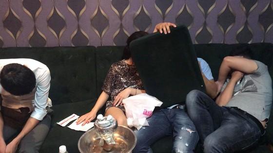 Đột kích nhà hàng, khách sạn phát hiện nhân viên bán dâm, 70 người nghi dùng ma túy  ảnh 1