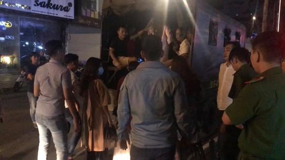 Đột kích nhà hàng, khách sạn phát hiện nhân viên bán dâm, 70 người nghi dùng ma túy  ảnh 5