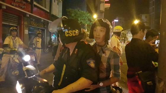 """""""Đi bão"""" sau trận thắng của đội tuyển Việt Nam, 78 trường hợp bị xử phạt ảnh 3"""