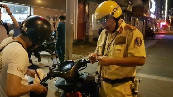 """""""Đi bão"""" sau trận đấu Việt Nam - Mailaysia, 84 trường hợp bị xử phạt ảnh 17"""