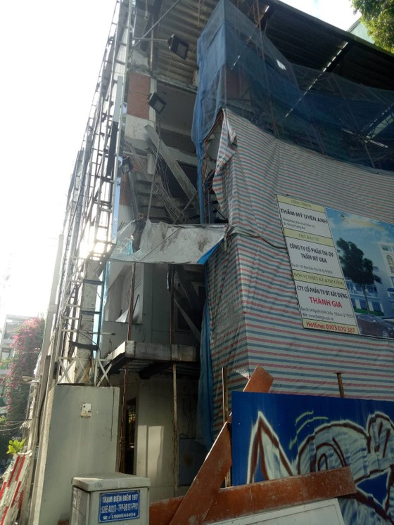 Sập công trình ở trung tâm TPHCM, 3 người thương vong ảnh 1
