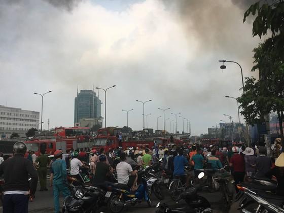 Cháy lớn gần ngã tư Vũng Tàu: 3 công ty làm pallet, 1 xưởng gỗ thiệt hại nặng ảnh 10