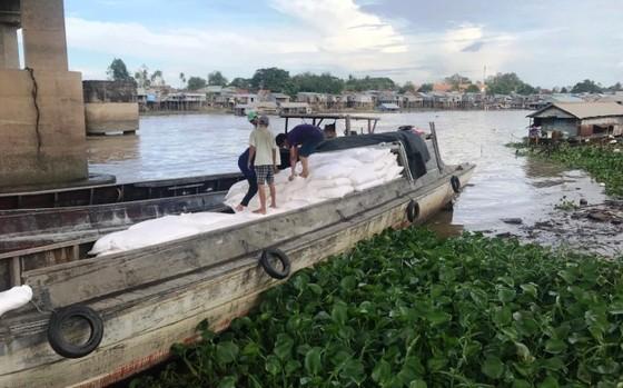 Bộ Công an triệt phá đường dây buôn lậu tại tỉnh An Giang ảnh 1