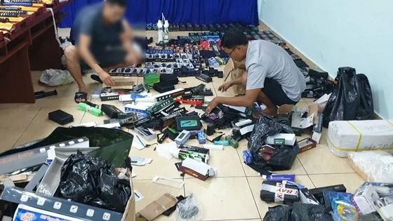 Triệt phá đường dây mua bán vũ khí, công cụ hỗ trợ lớn ở TPHCM ảnh 2