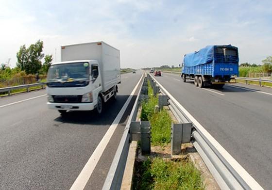 Bắt 5 lãnh đạo có hành vi trốn thuế tại trạm thu phí tuyến cao tốc TPHCM-Trung Lương ảnh 1